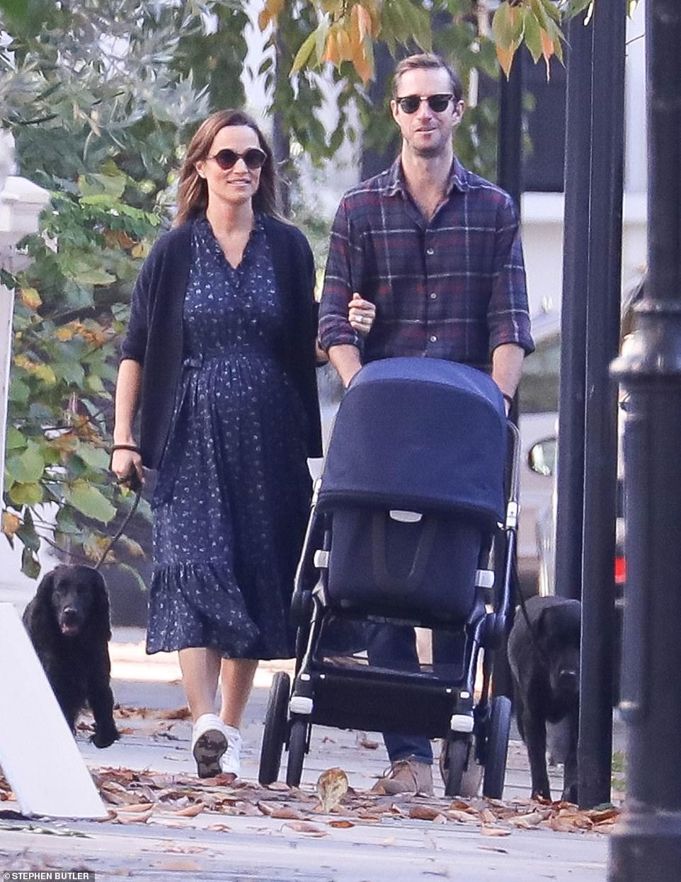 Пиппа Миддлтон вышла на прогулку с сыном через 6 дней после родов — фото