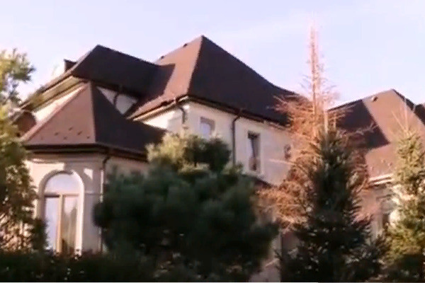 Чумаков и Ковальчук показали свой дом и рассказали о семейной жизни — видео