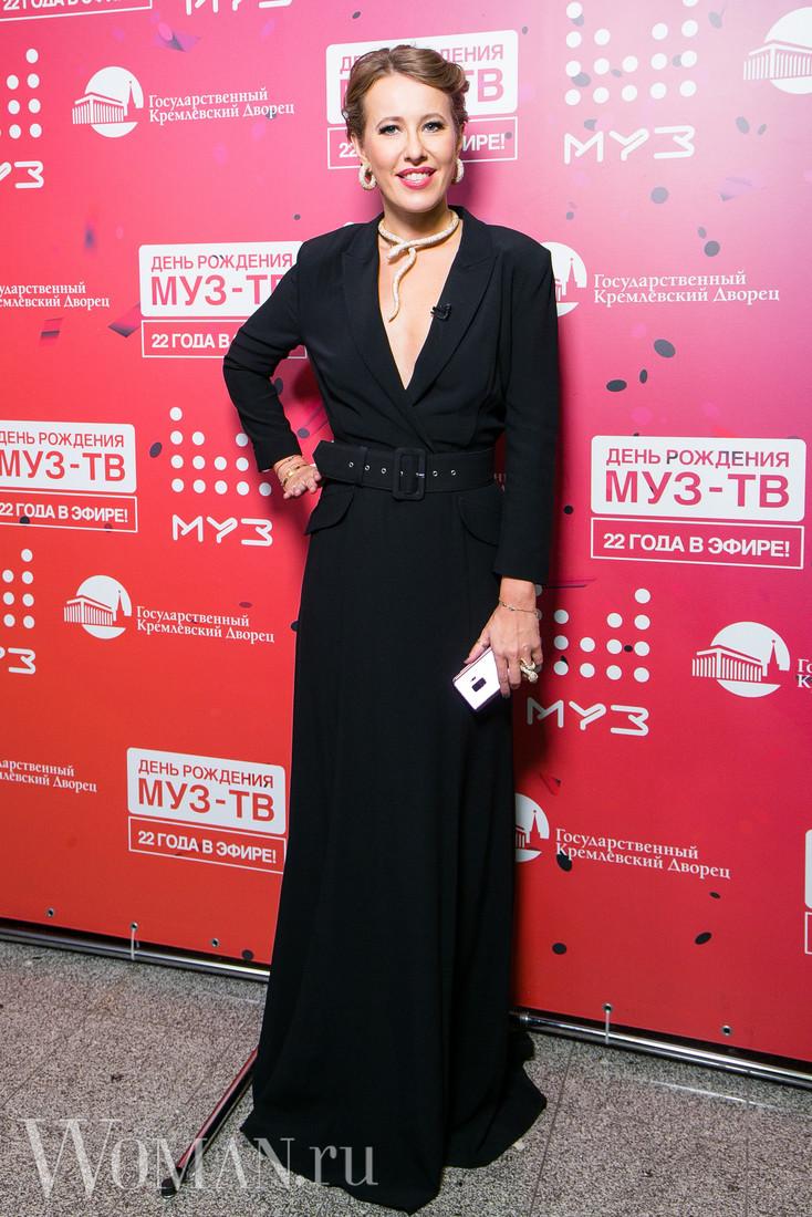 22-летие МУЗ-ТВ: Брежнева в полуголом платье затмила даже Семенович и Седокову — фото