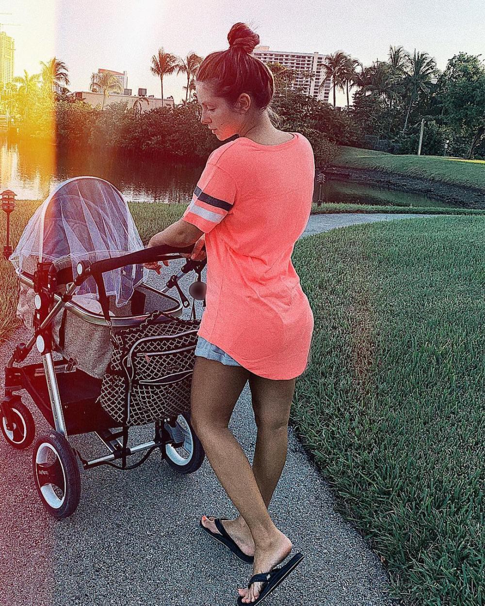 Нюша показала крошечную новорожденную дочь — фото