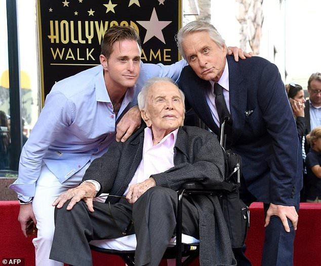 74-летний Майкл Дуглас получил свою звезду на Аллее славы — фото