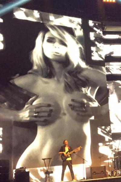Светлана Лобода показала себя обнаженную на сольном концерте — фото