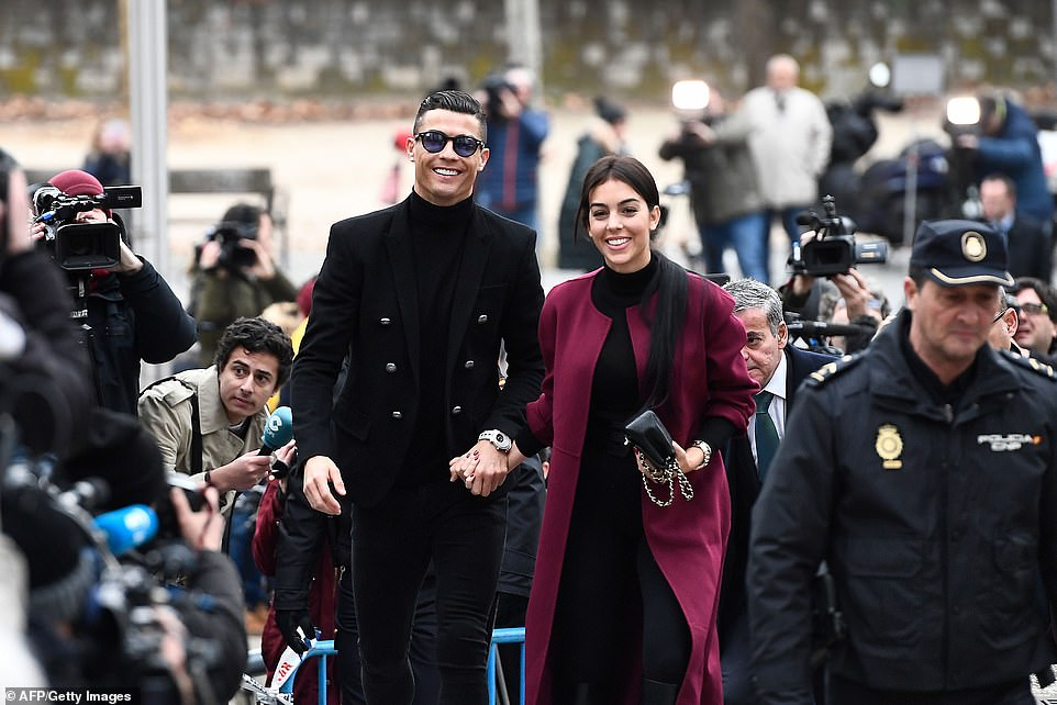 Роналду получил 2 года тюрьмы и штраф в 18 млн — фото