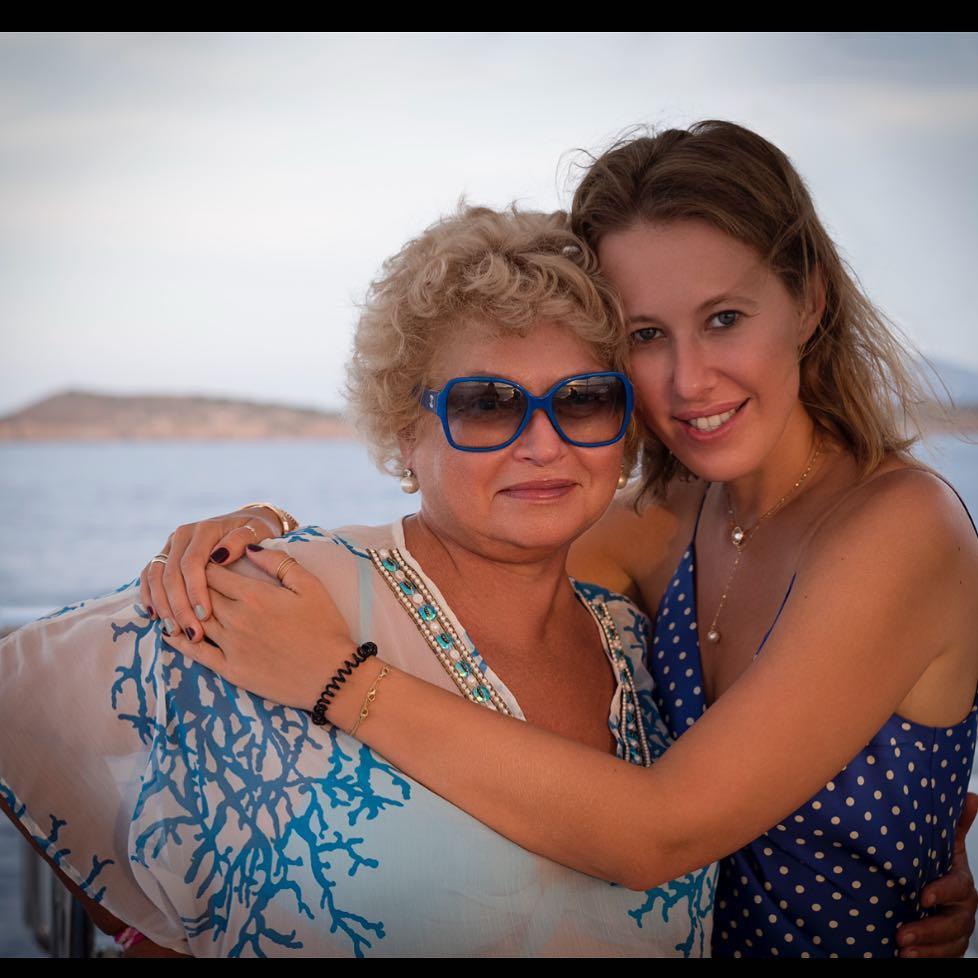Мама Ксении Собчак пригласила Максима Виторгана на свой день рождения — фото