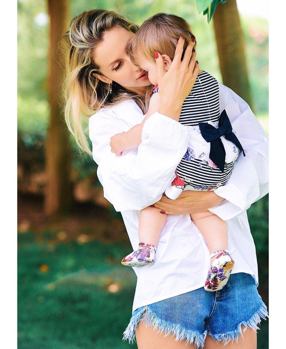 Лобода показала беременное фото через год после вторых родов