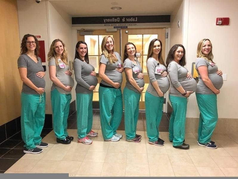 Помните 9 медсестер, которые одновременно забеременели? Теперь они все родили — фото
