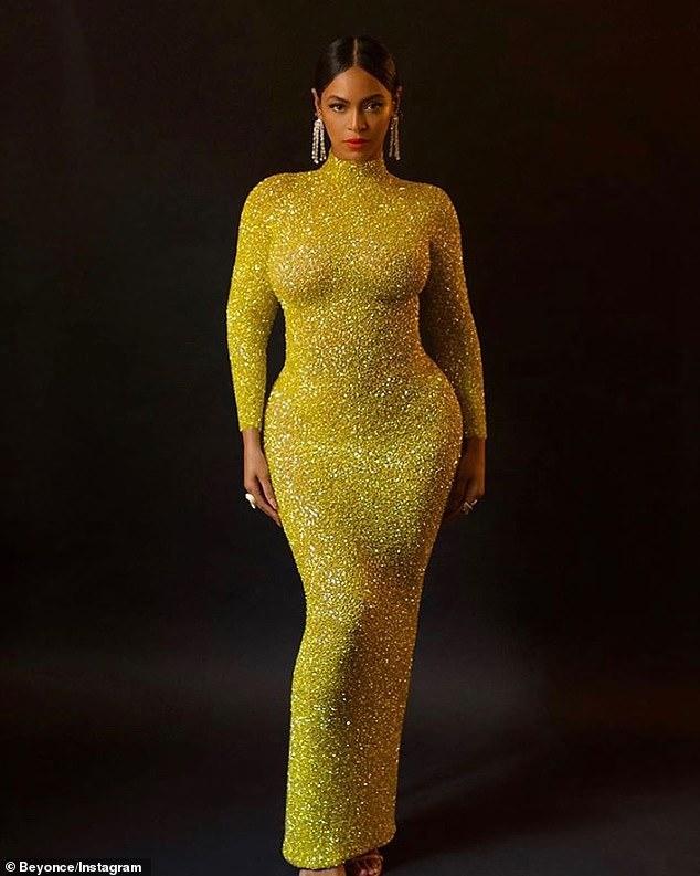 Многодетная мама Бейонсе впечатлила своими формами в облегающем платье — фото