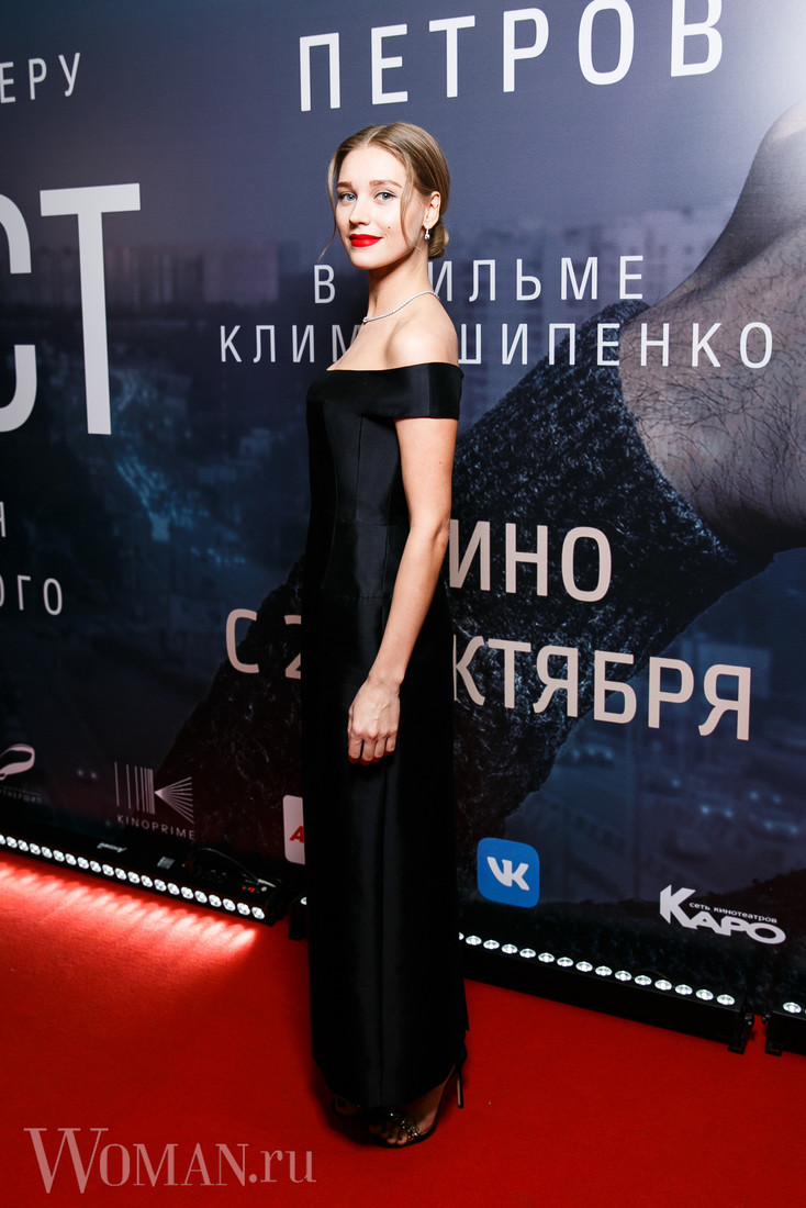 Собчак и Виторган с новыми половинками встретились на премьере фильма — фото