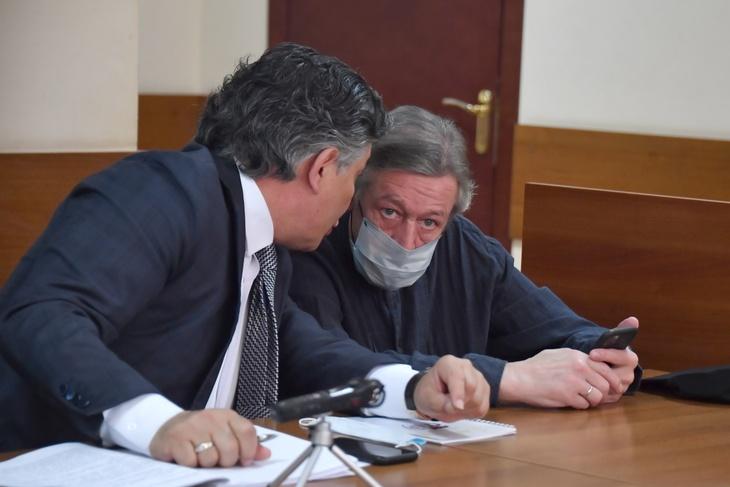 Михаил Ефремов приехал на заседание суда после инсульта
