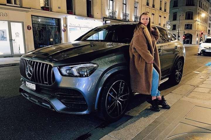 Жан-Клод Ван Дамм подарил своей украинской девушке новейший Mercedes