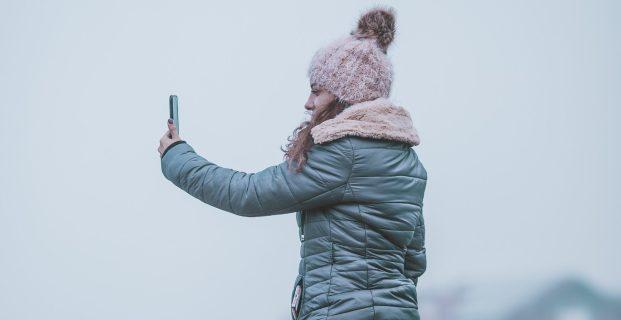 Does social media amplify peer pressure?