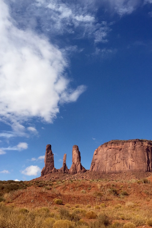 roadtrip_westcoast_usa_monument_valley_soulsistermeetsfriends_three_sisters_navajo