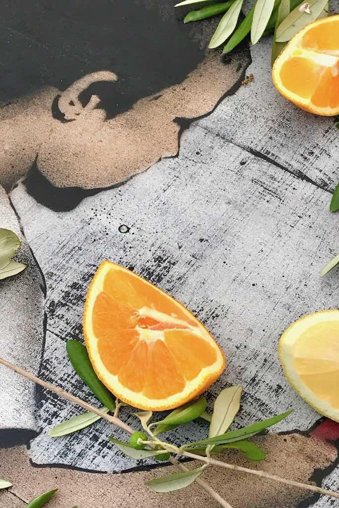 Tischdekoration wie im sonnigen Süden: mit Olivenzweigen, Orangen und Zitronen