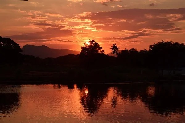 To Hellfire and Back: Travelling the Thailand – Burma Railway.