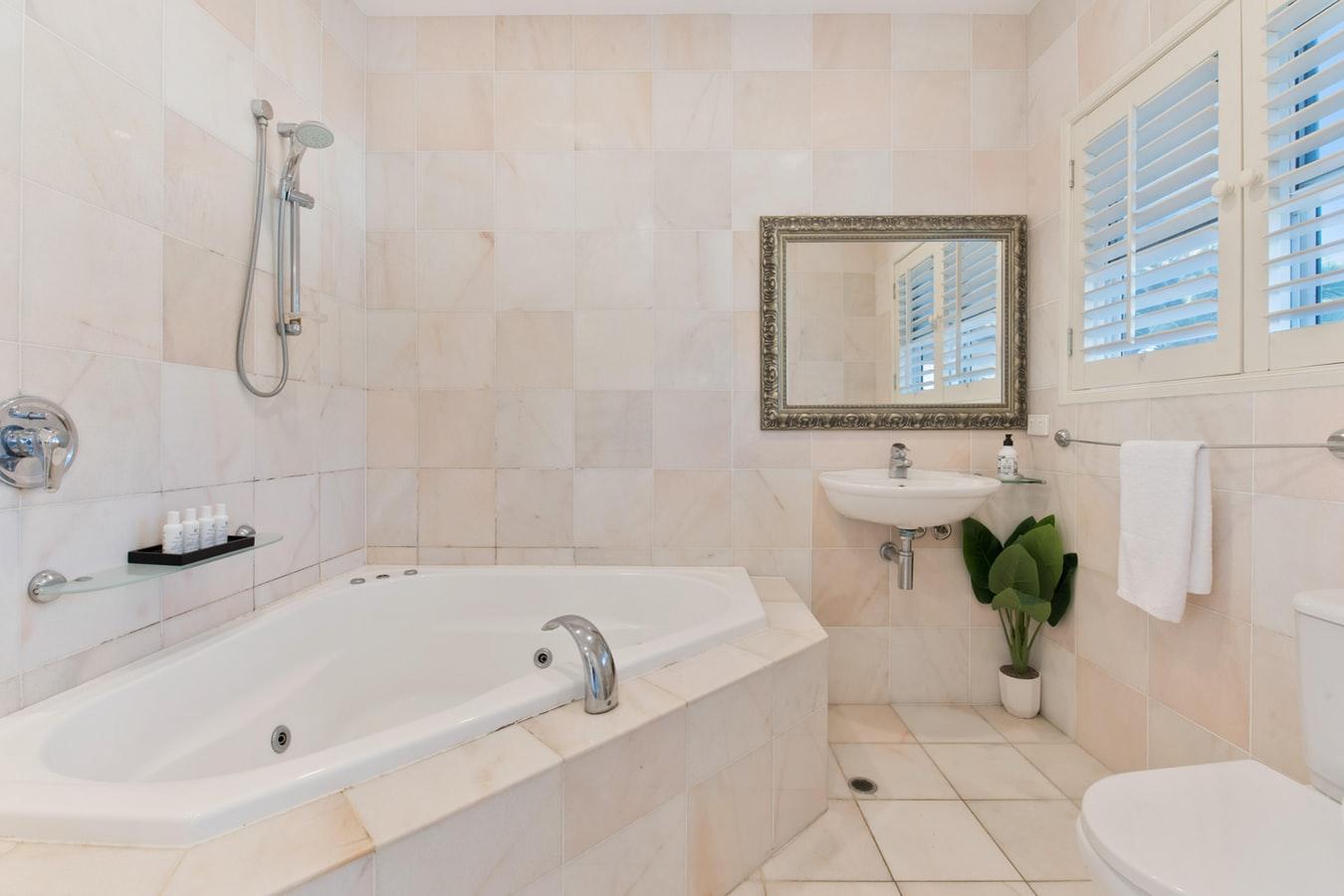 plancher en ceramique de salle de bain