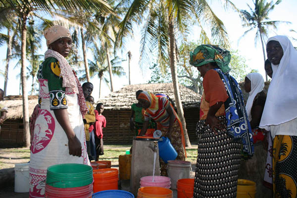 Kikole women using borehole 2