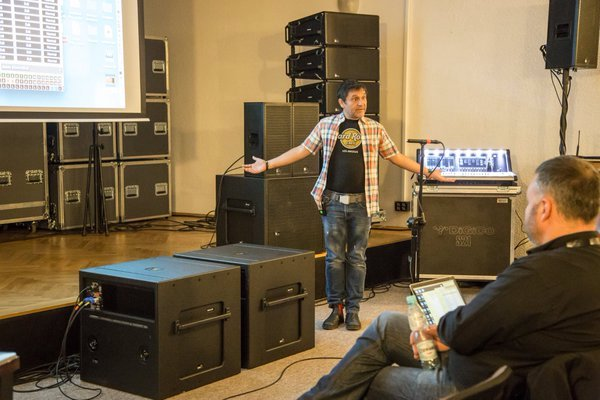 mauricio-ramirez-trust-ears-not-audio-analyzer-seminar