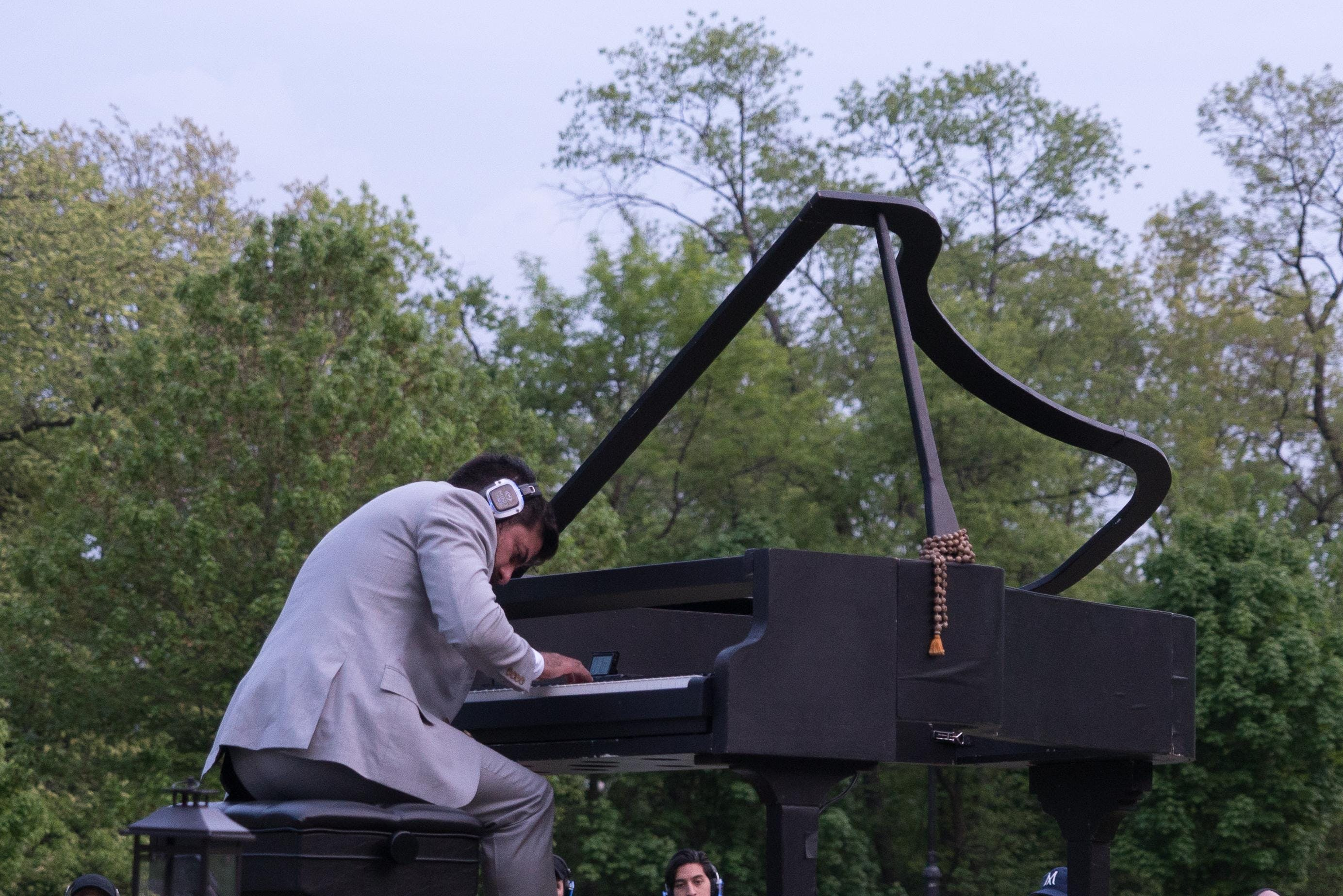 MindTravel in the Heart of NYC: A 'Silent' Piano Concert in Central Park