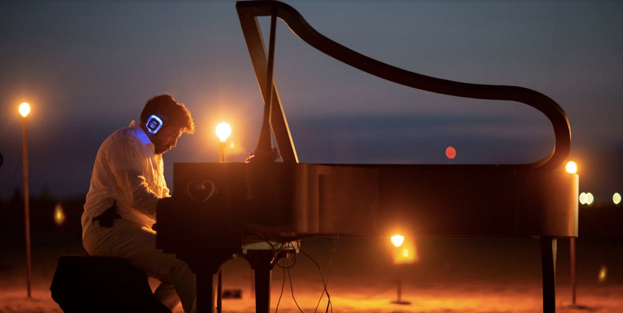 MindTravel Live-to-Headphones 'Silent' Piano Concert on Asbury Park Beach