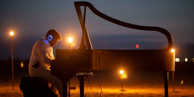 MindTravel Live-to-Headphones 'Silent' Immersive Piano Experience at Santa Monica Beach
