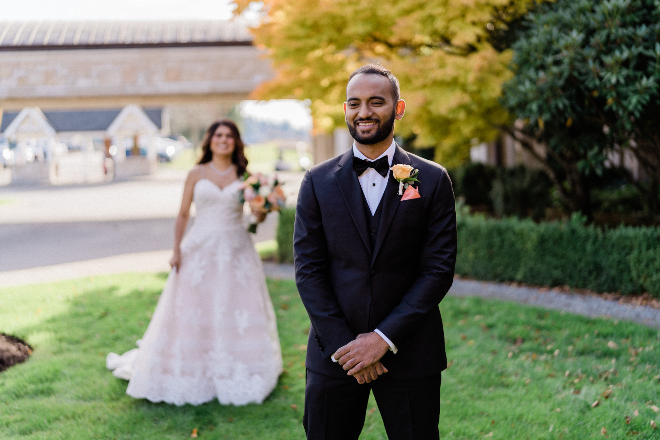 wedding photography shows first look at venue