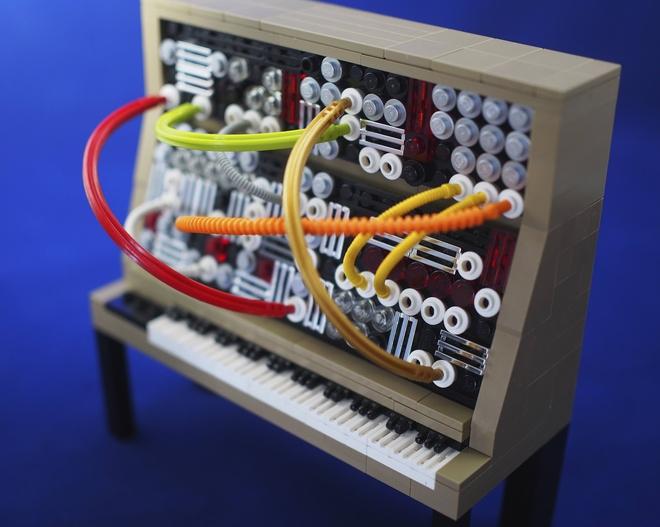 lego-moog-1