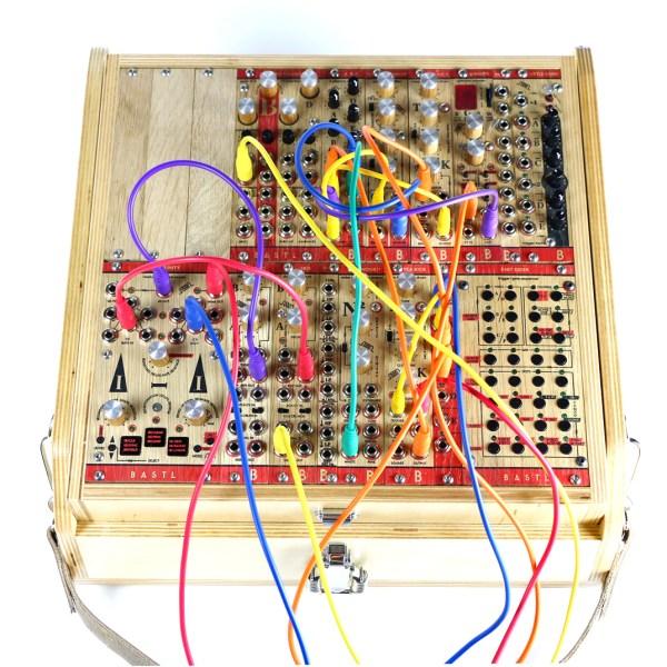 bastl-instruments-rumburak-cable-top-1000
