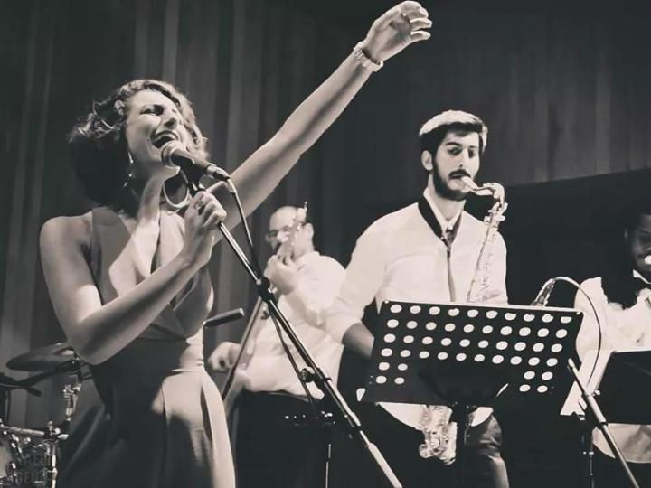 Stella And The Shakes: A Memorable Moment To Sing