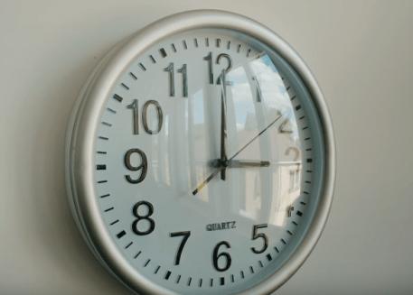 chilla horloge salle de classe