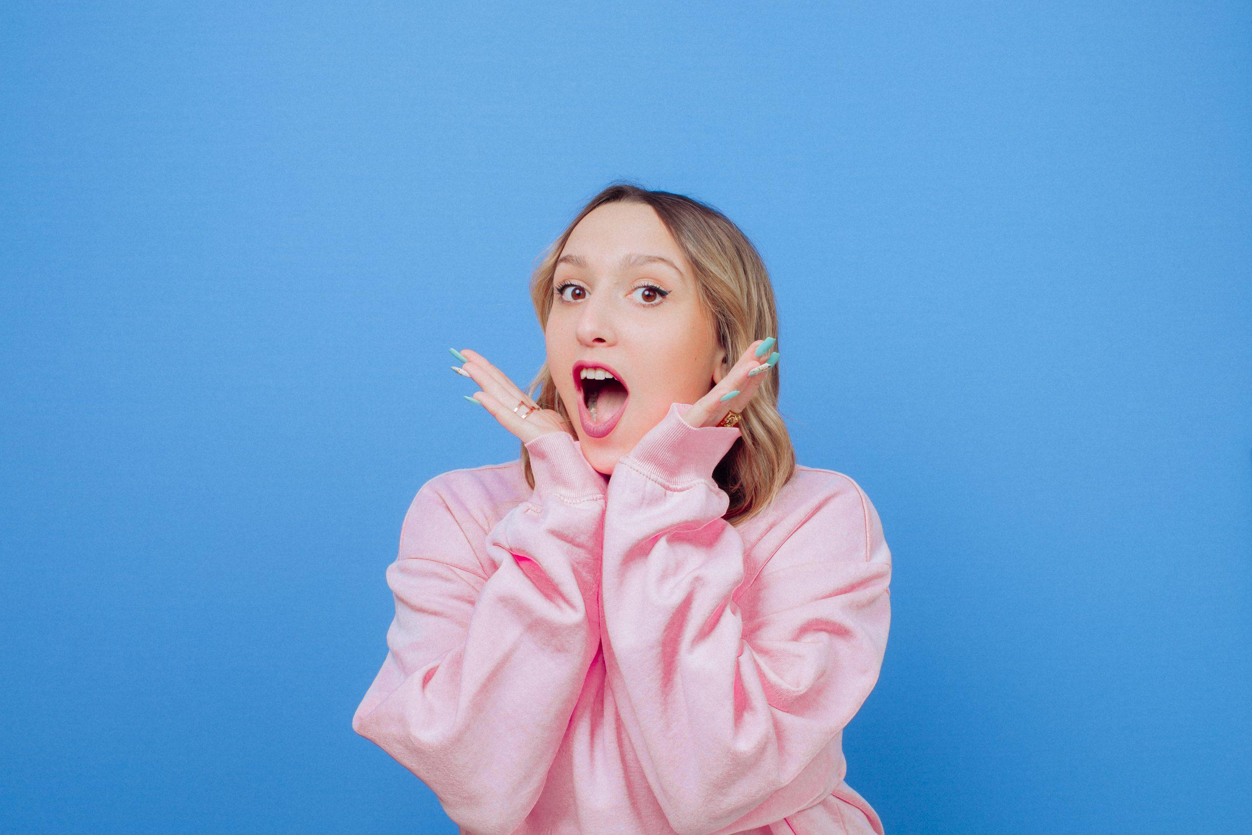 La pétillante Lisa Pariente présente son premier single, « 1 2 3 »