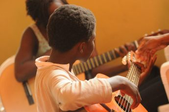 Community music therapy groups in Longmont and Boulder County