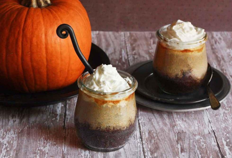 Pumpkin Cheesecake Bars in Jars | SoupAddict.com