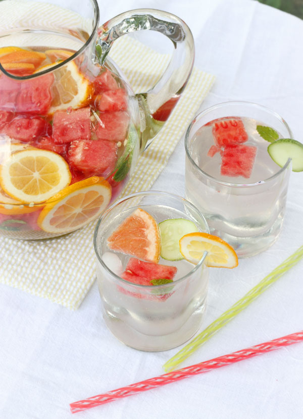 Refreshing Fruit Infused Homemade Vitamin Water | SoupAddict.com