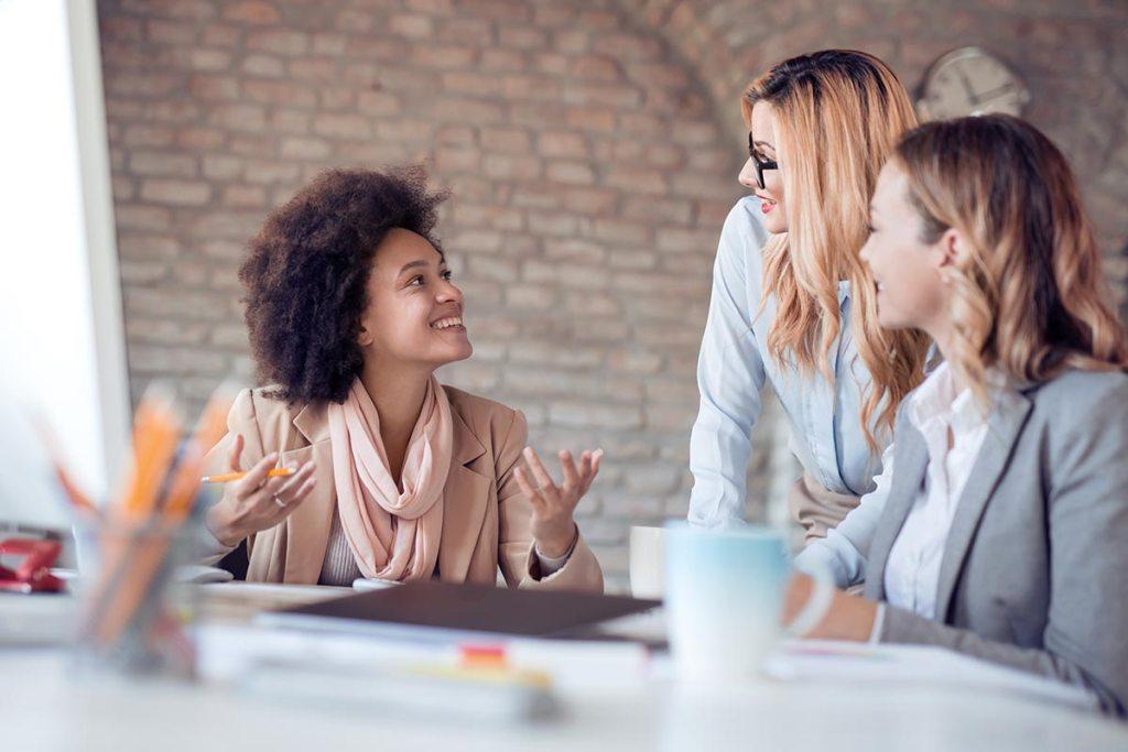 Mulheres empreendedoras no escritório
