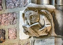 BROOKINGS HALL: An owl, likely harkening back to Roman mythology, has been a beacon of wisdom in the North Brookings Hall archway for more than a hundred years. (Photo: James Byard)