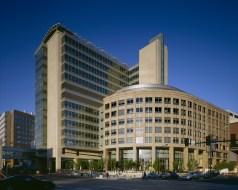 Barnes-Jewish Hospital, Washington University School of Medicine, Center for Advanced Medicine   St. Louis. (Photo: Timothy Hursley, courtesy HOK)