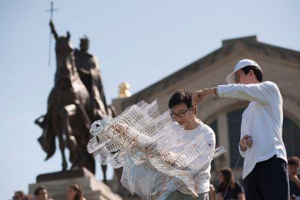 Wentao Guo (left) and Brandon Shen prepare to launch Guo's kite. (Photo: Sid Hastings/Washington University)