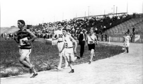 Frank Pierce, of the Nez Perce tribe, leads the field in the Olympic Marathon. His success paved the way for Jim Thorpe's dominant 1912 Olympic performance. (Photo: Courtesy of Missouri Historical Society)
