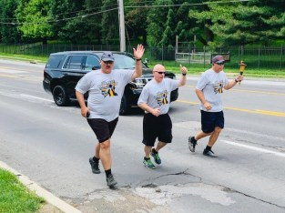 police officers in charity run