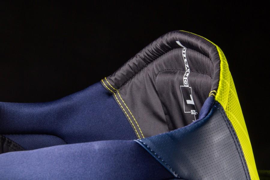 mystic aviator seat harness detail
