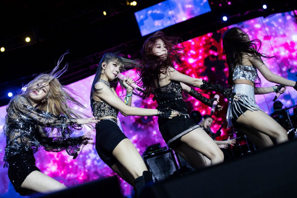 South Korean. K-pop girl group Blackpink performs at Coachella on April 19, 2019.Lyst identified 13 fashion moments from 2019, including everything from legendary fashion shows to drama on the runway.