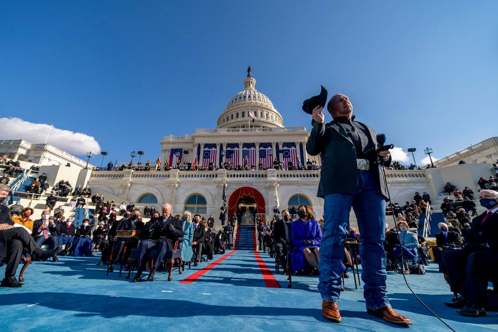 "Garth Brooks sings ""Amazing Grace"" at the Presidential Inauguration"