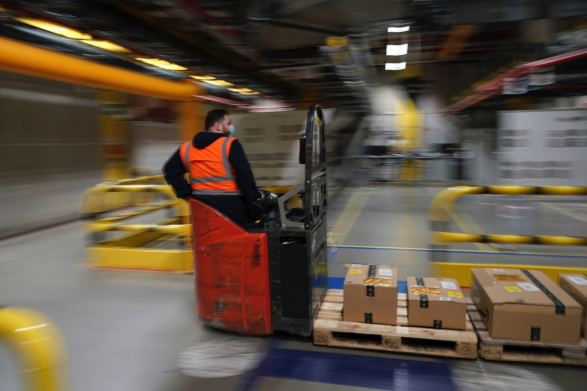 Amazon Warehouse Destroys 130,000 Unsold Goods Per Week, Report Finds