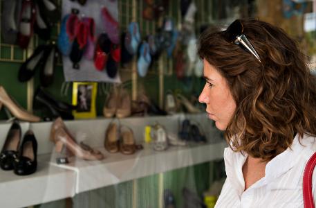 shoe_store_shopping