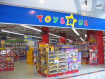Toys R Us Makes a Play for Survival With Bankruptcy Filing