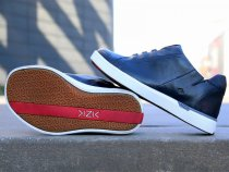 These Custom Fit Men's Sneakers Lace up byThemselves