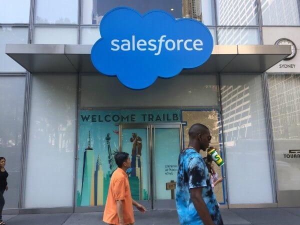 Salesforce Com Inc Institutional Investor Sentiment Increased in 2017 Q4