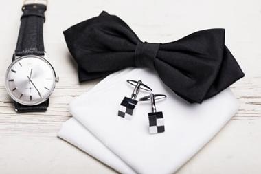 結婚式のスーツの小物