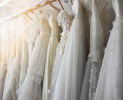 新婦の結婚式の衣装合わせ