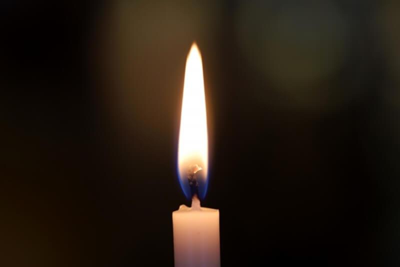 仏壇のろうそくの火